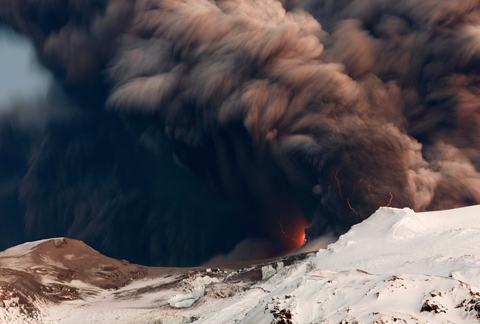 Eyjafjallajokull-lava-raios
