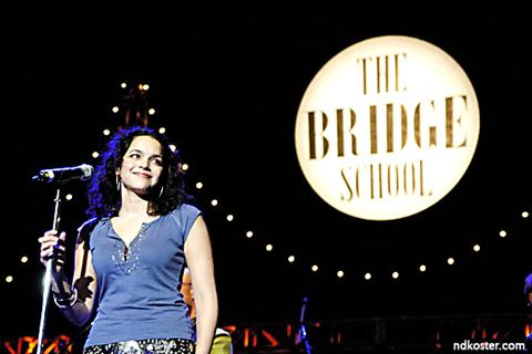 Norah-Jones-bridge