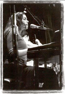 Norah-Jones-palco-2001