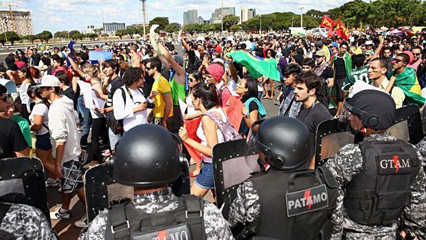 Manifesto Popular Muda de Vez Brasil 2013