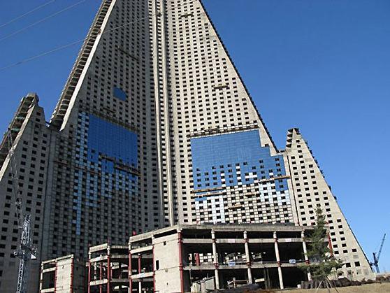 hotel-ryugyong-pyongyang-corea-reforma