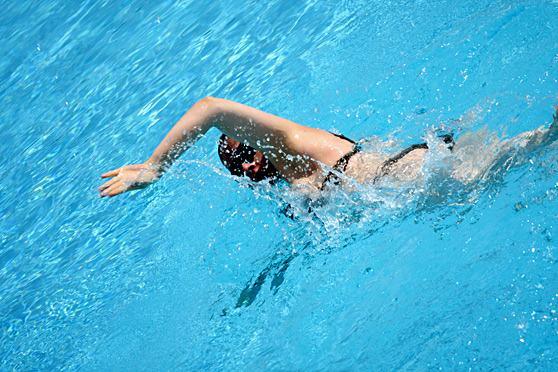 dicas-esportes-praticar-inverno-natacao