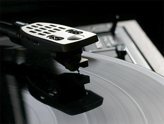 Cinco festas musicais que valorizam o bom e velho som do vinil