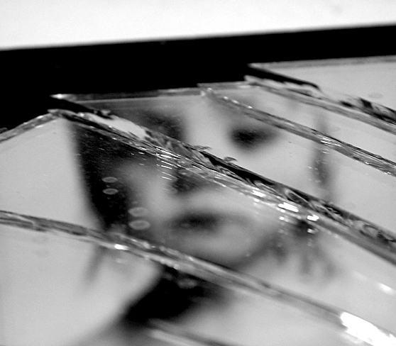 chega-de-magoa-espelho-quebrado