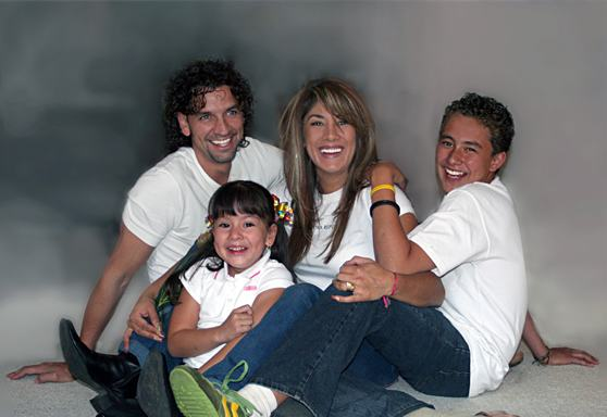 familia-feliz-segredo-da-felicidadejpg