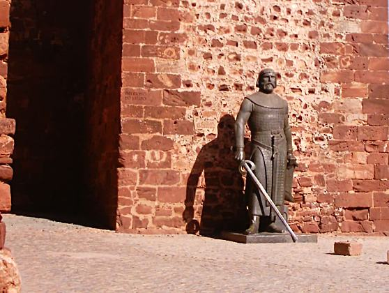 Estatua-bronze-rei-SanchoI-Portugal-Silves