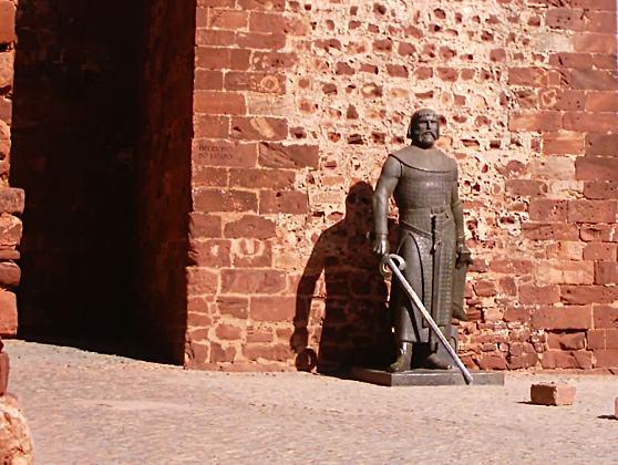 Estatua-bronze-rei-SanchoI-Portugal-Silves