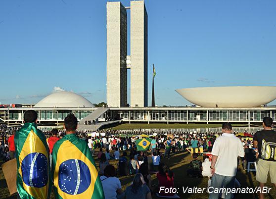 manifestacao-esplanada-dos-ministerios-2015