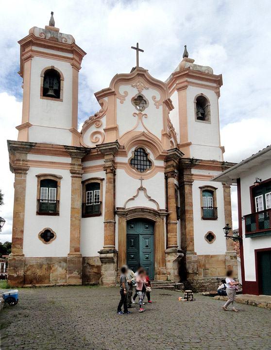 Matriz-Senhora-do-Pilar-Ouro-Preto-por-Ricardo-Andre-Frantz--Wikimedia