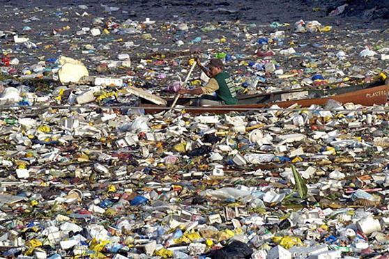plastico-poluicao-nos-oceanos-2050