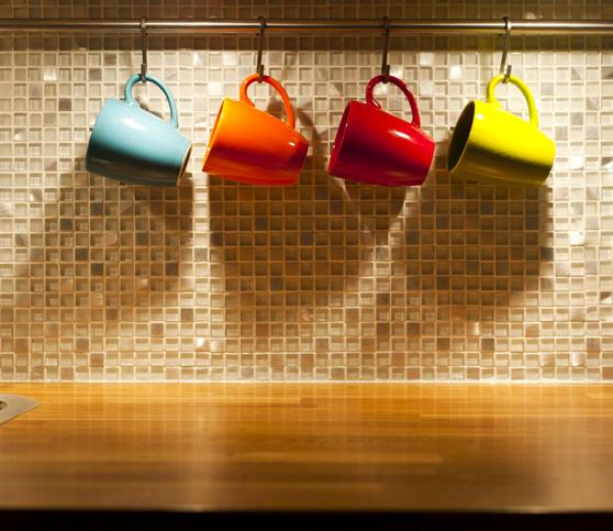 dicas-organizar-cozinha-canecas