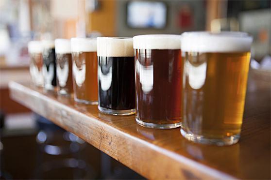 como-servir-cervejas-maneira-correta