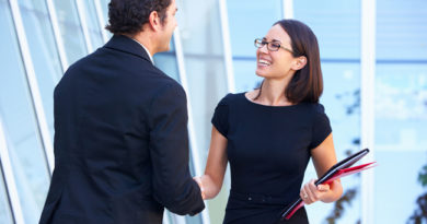 Estudo publicado nos EUA mostra que sorriso ajuda a alavancar carreira
