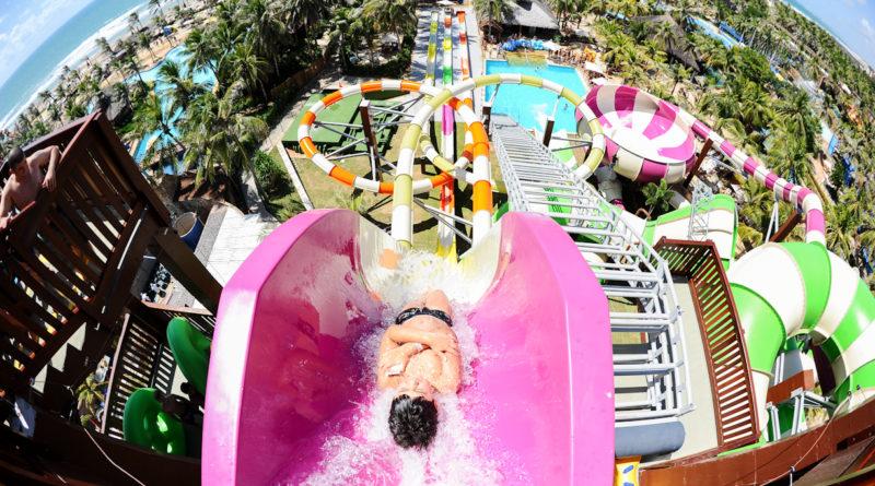 Conheça os parques aquáticos mais divertidos para ir com a família inteira